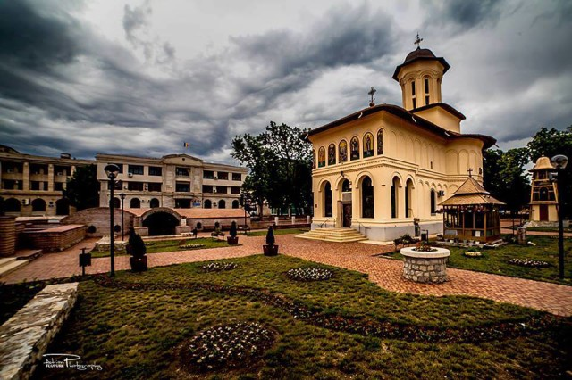 Biserica din Piaţa Unirii - Focşani, fotografiată de Adrian Fluture