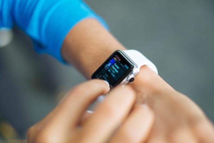 trucuri ca sa tina mai mult bateria la apple watch - Photo by Crew