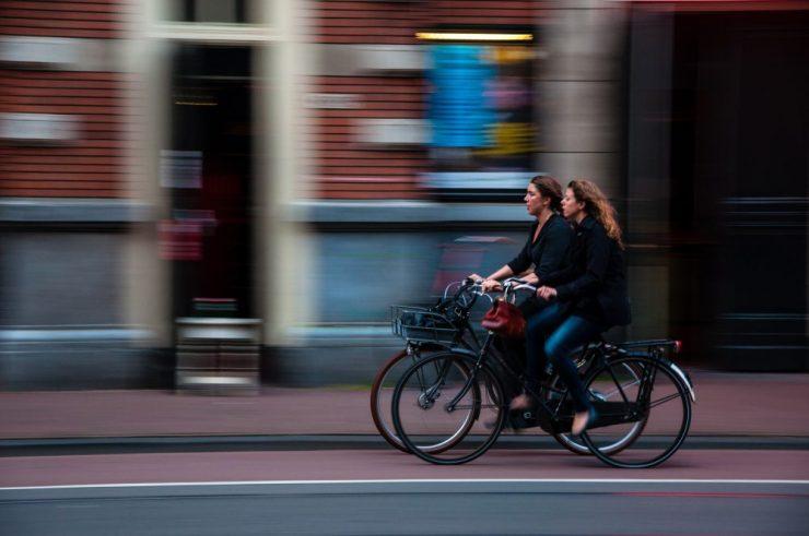 cum s-a modificat legislația pentru bicicliști - Photo by David Marcu
